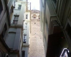 Gallatta Tower, failing to hide behind some shops