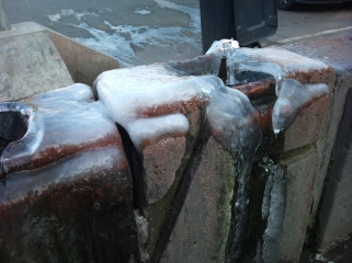 Frozen 'poupoulak' (water fountain)